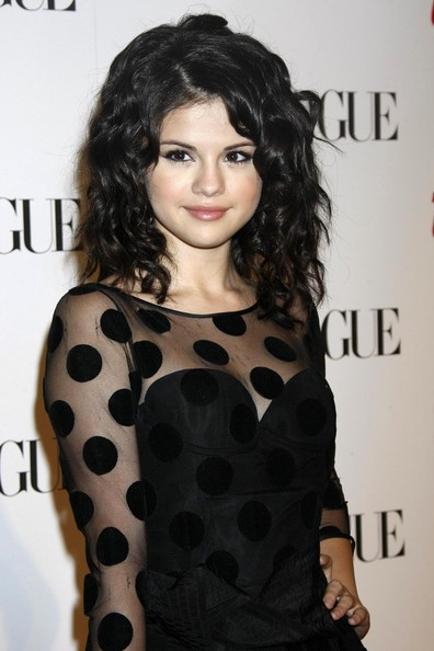selena gomez bangs hair