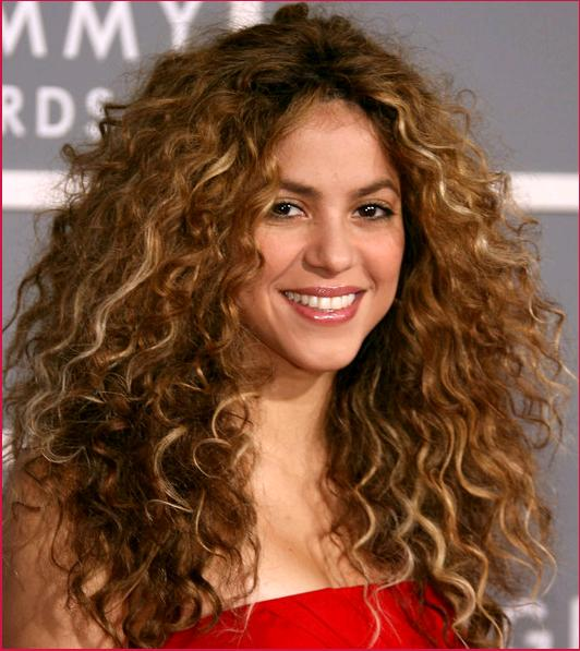 Shakiras Long Curly Hairstyle Easy scrunched, loose curls and sunny blonde