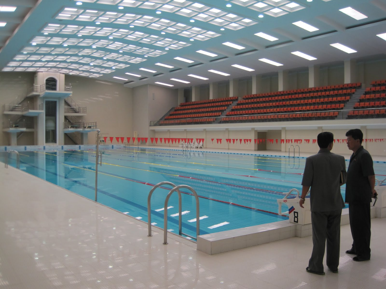 Une piscine publique au nouveau si ge du minist re de la for Piscine 50m paris