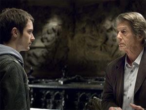 Elijah Wood y John Hurt en Los crímenes de Oxford