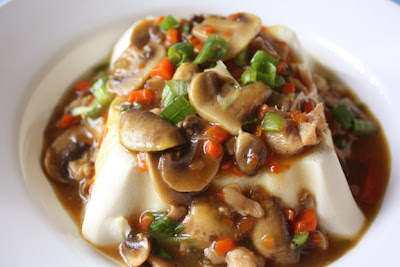 My Kitchen Snippets: Steamed Tofu with Minced Meat and Mushroom