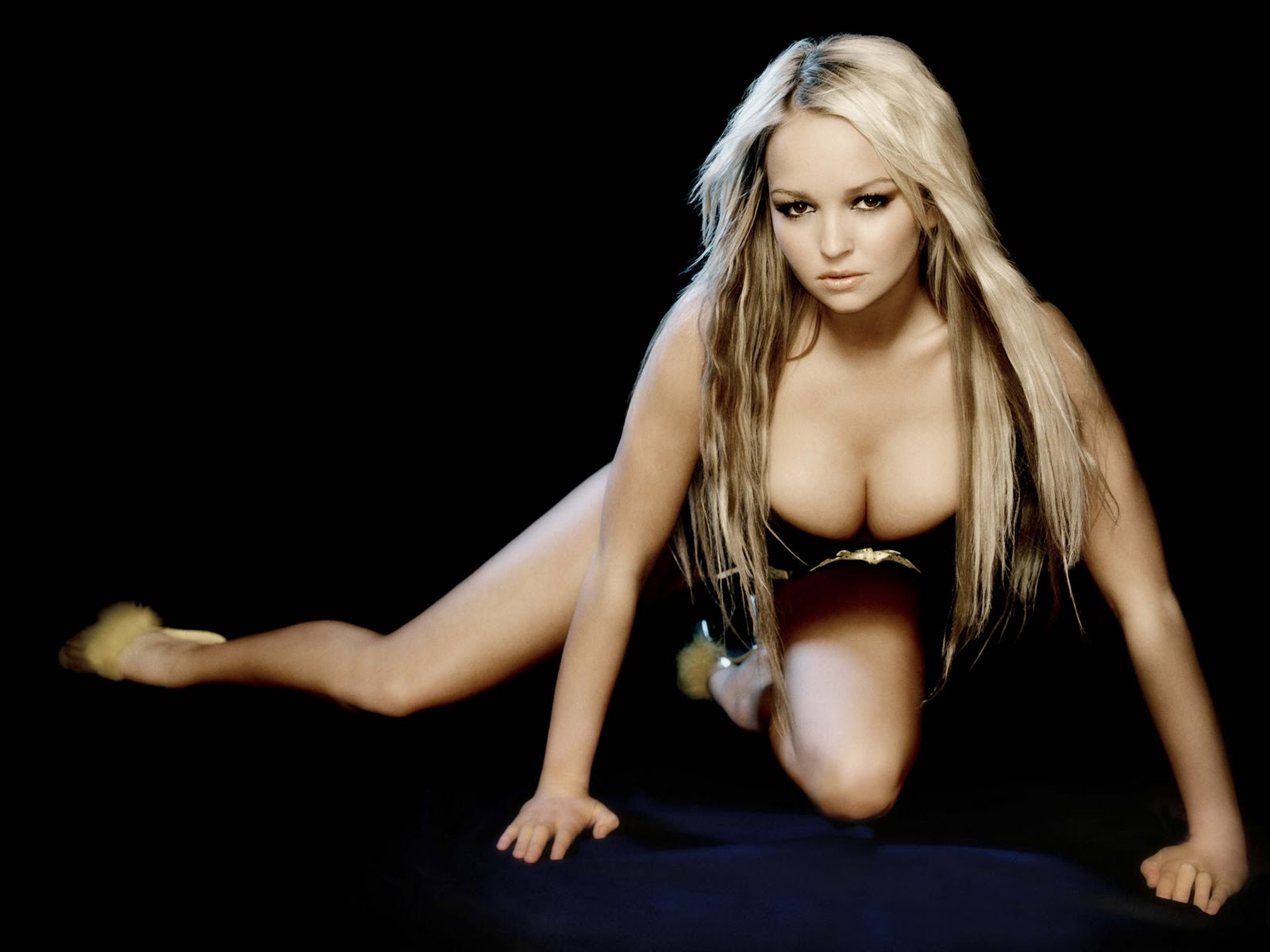 Bollywood images jennifer ellison very hot photos for Hot n hot fish club