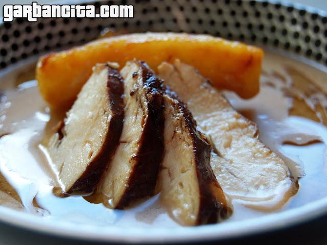 Crema de manzana, con pollo en escabeche de soja