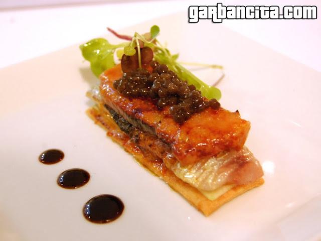 Coca de sardina ahumada, manzana Granny Smith, foie gras mi cuit