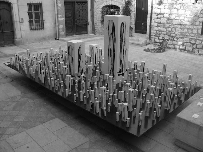 400 stéles, 1600 menhirs
