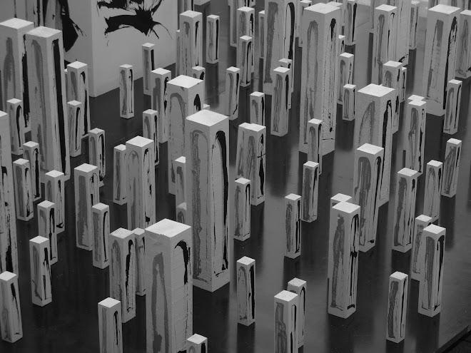 400 stèles, 1600 menhirs (détail)