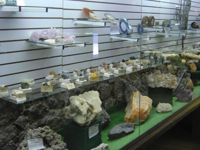 Exhibición piedras y minerales