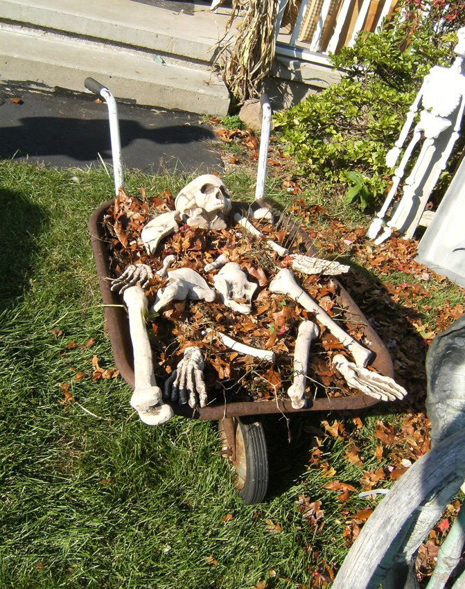 12 spooky outdoor halloween decor ideas this silly girl Halloween decoration diy cheap