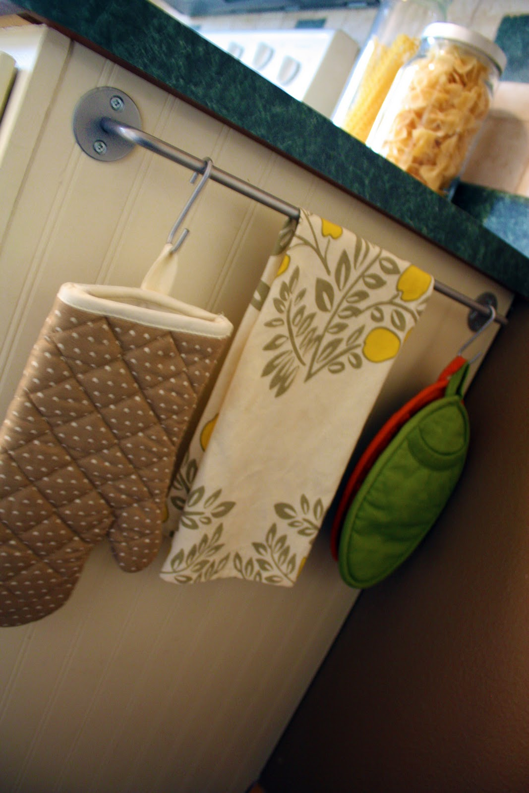 Kitchen Towel Storage Iheart Organizing October Featured Space Kitchen Disastrous