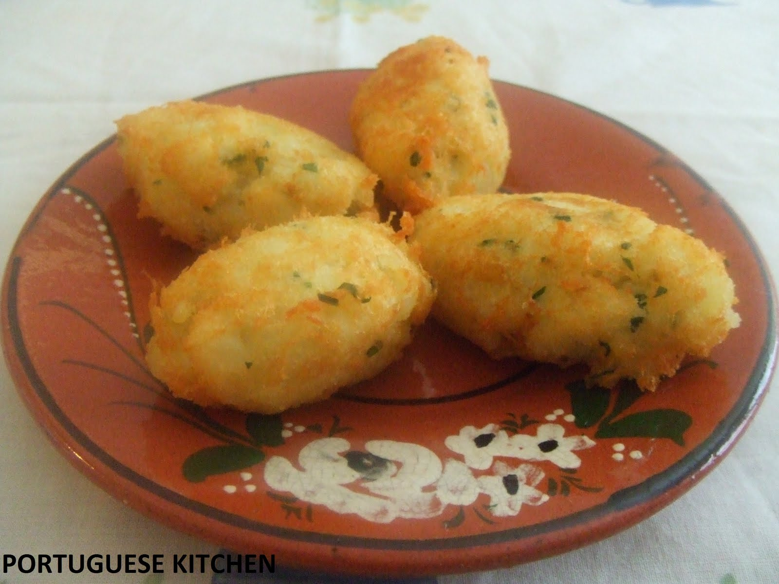 Portuguese kitchen codfish cakes pasteis de bacalhau for How to make cod fish cakes