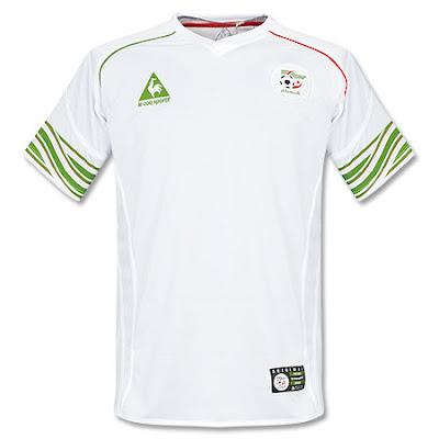 Muchas Camisetas De Futbol En El A  O 2010 2011