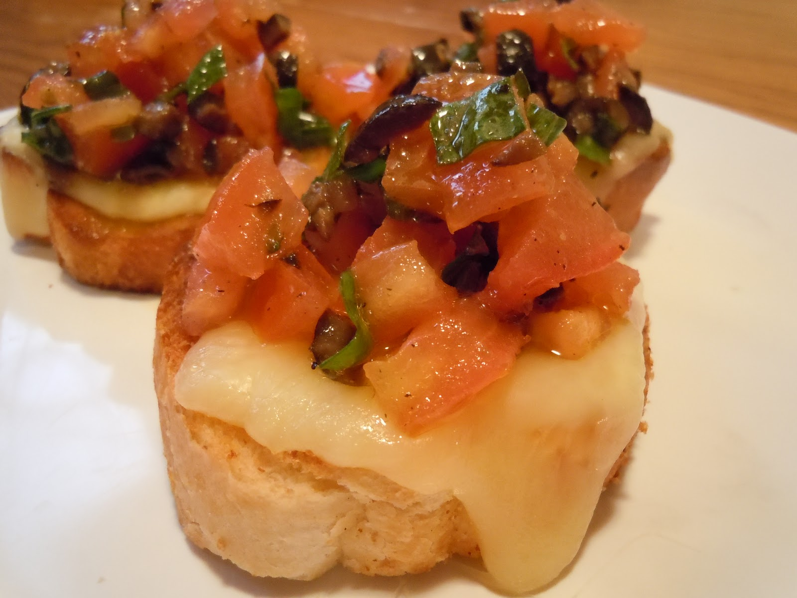 The Savvy Kitchen: Tomato, Olive & Basil Crostini