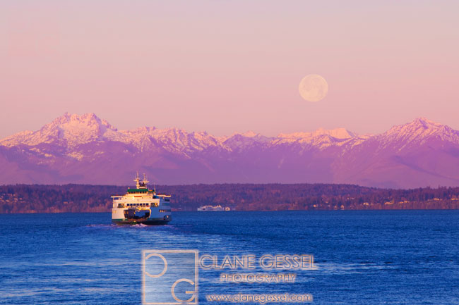 ferry and full moon seattle ferry sunrise ferry olympic mountains