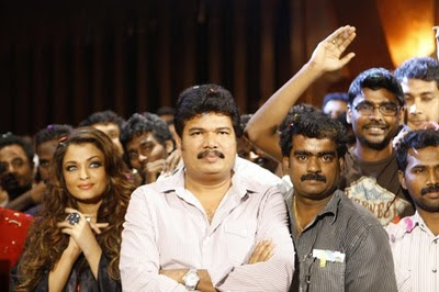 Endhiran-Movie-Party-Photos-Aishwarya-and-Shanker-6