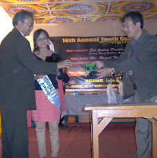 Miss Prasika Rai of Ging Kirk Session receiving the Jabdee Memorial Award of Merit