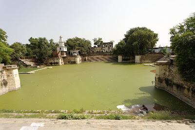 Holy pond at Barsana Dham, near the ashram of Jagadguru Shree Kripaluji Maharaj