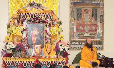 Swami Nikhilanand, disciple and pracharak of Shree Kripaluji Maharaj and Swami Prakashanand Saraswati