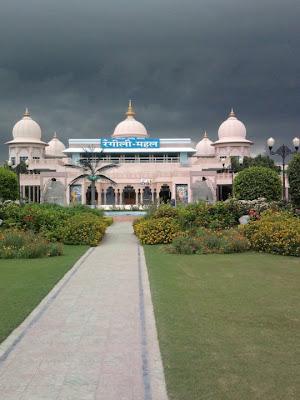 Barsana Dham Hindu Temple founded by Jagadguru Kripaluji Maharaj 2