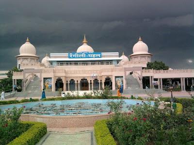 Barsana Dham Hindu Temple founded by Jagadguru Kripaluji Maharaj 9