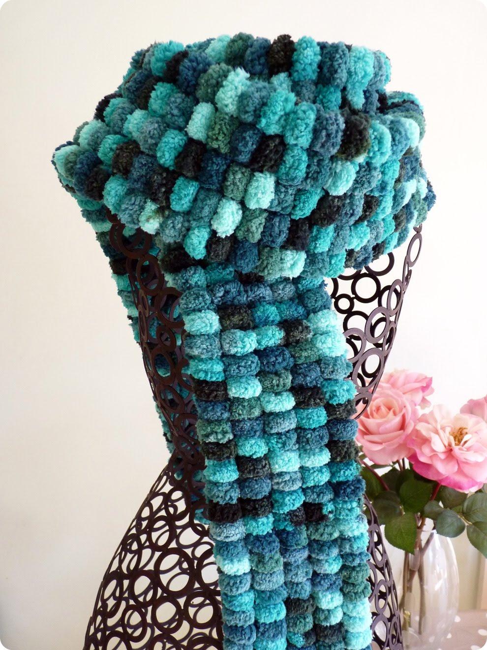 Knitting Pattern For Scarf With Pom Pom Wool : Figgy & Co.: Tutorial: Pom Pom Wool Scarf