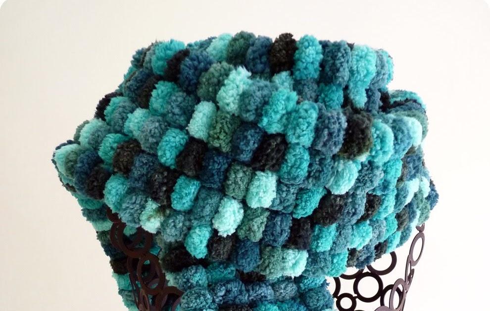 Figgy & Co.: Tutorial: Pom Pom Wool Scarf
