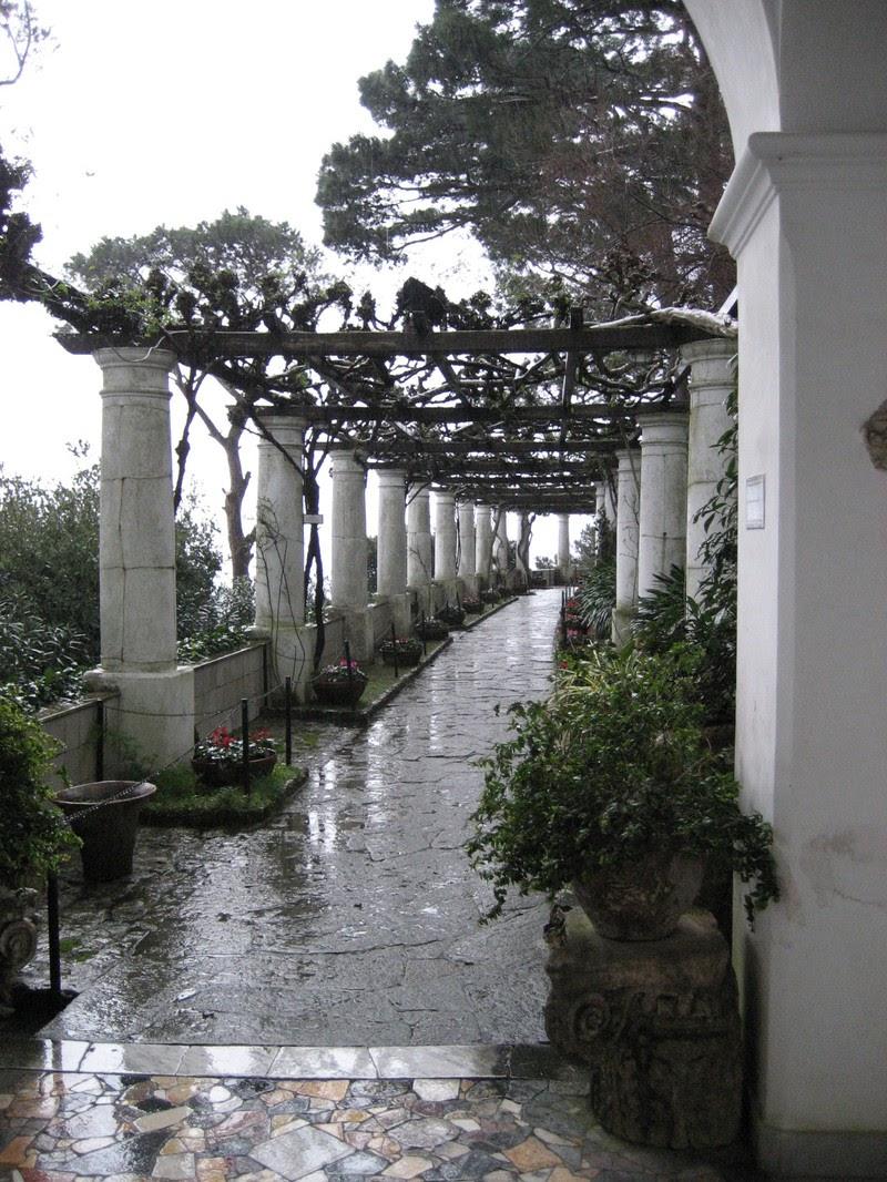 Blue grotto capri ek musafir for Capri villa