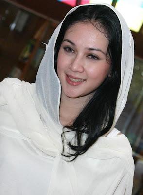 Dina Lorenza