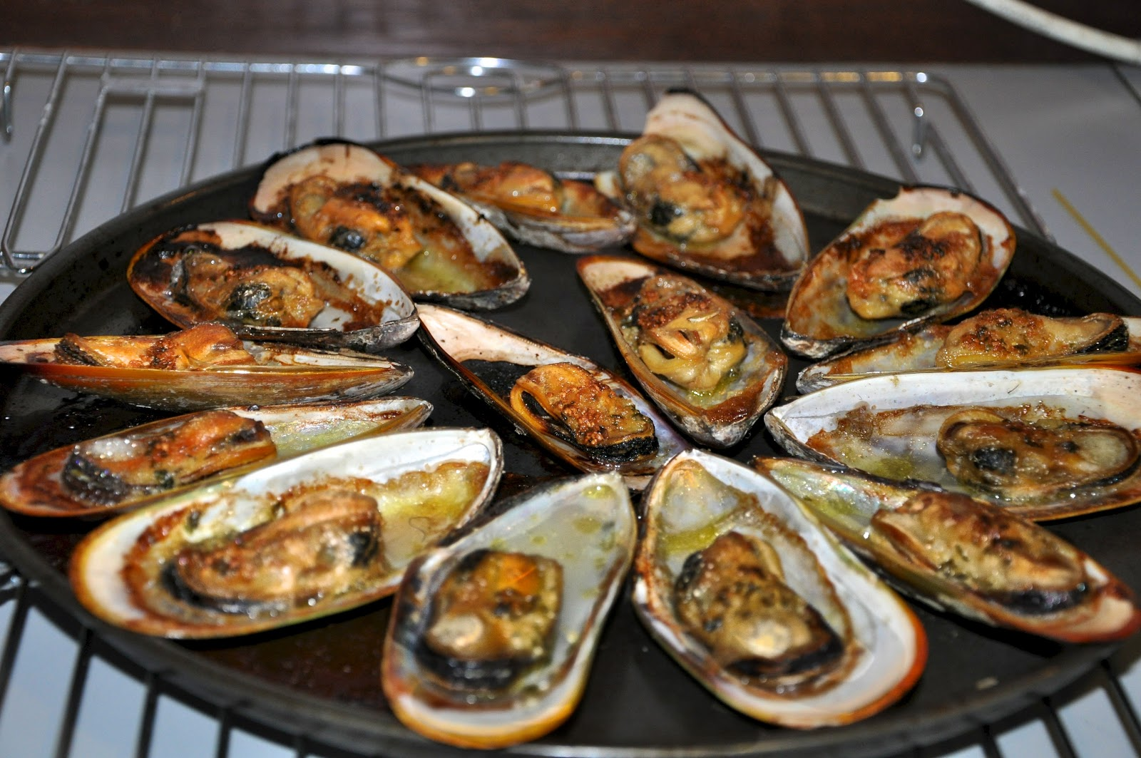 THE KITCHEN JOURNAL: Grilled mussels with garlic butter