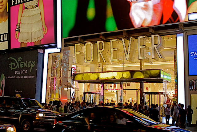 The Interactive Billboard of FOREVER 21 Times Square Flagship Store