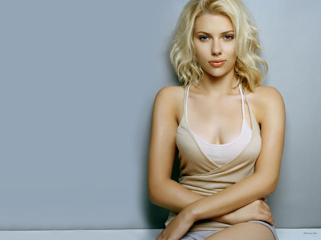 Hot Romantic Actress Scarlett Johansson Photos
