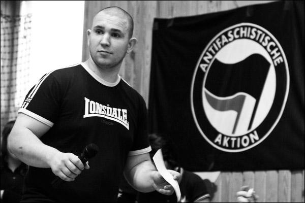 Un antifasciste tué par des Nazis à Moscou! Vanyakostolomrip
