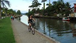 Calçadão e ciclovia do rio Perequê-açu em Paraty