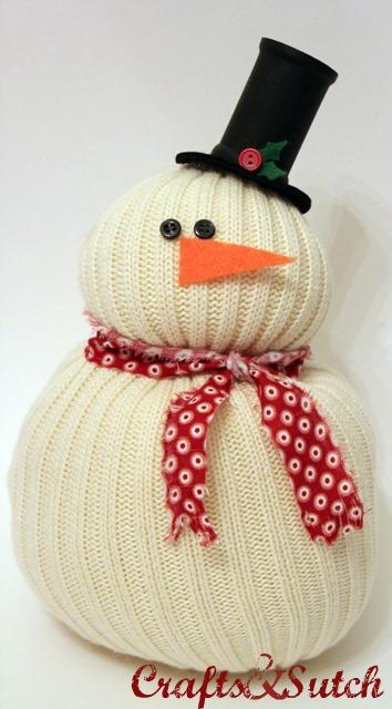 Новогодние игрушки из старого свитера.