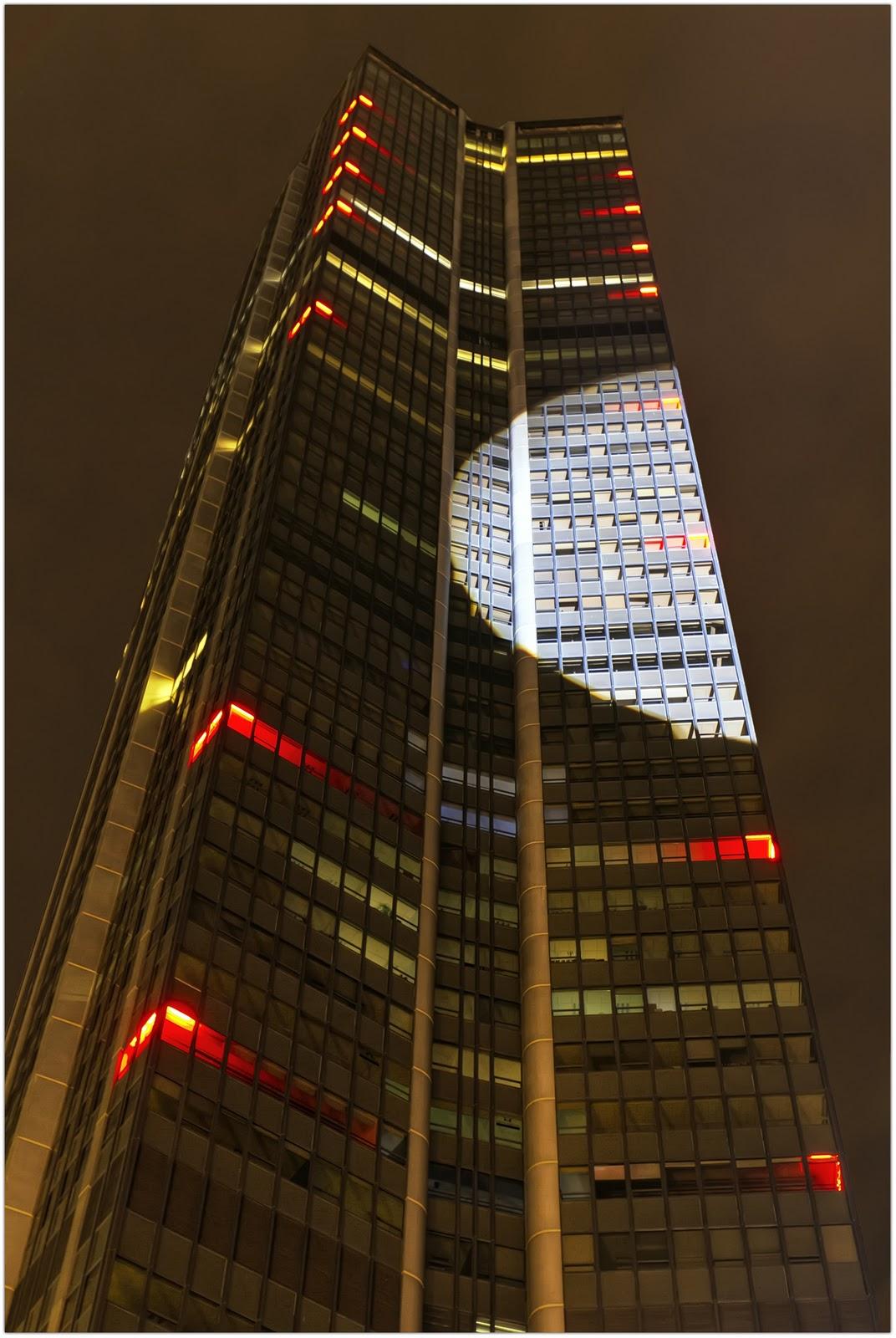 Nuit blanche 2010.Tour Montparnasse (Paris).Tout le reste est dans l'ombre