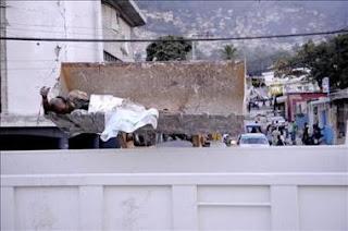Se agota el tiempo para el rescate de víctimas en Haití. EFE