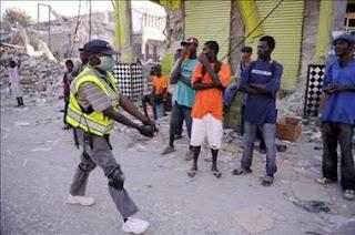 El caos amenaza la distribución de alimentos para los 600.000 sin techo de Haití