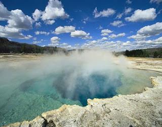Yellowstone sufre más de un millar de pequeños terremotos en dos semanas