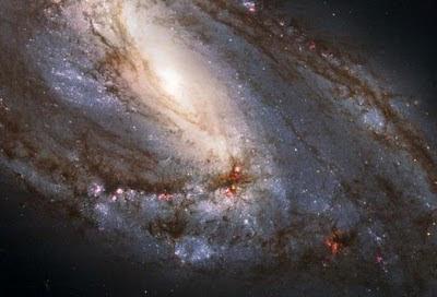 Imagen tomada por el telescopio espacial Hubble de la galaxia asimétrica M66- NASA/ESA