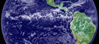 Imagen de satélite de la zona de convergencia intertropical (un cinturón de nubes a la altura del Ecuador). NASA