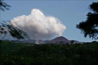 Advierten del aumento en la actividad del volcán ecuatoriano Reventador. EFE