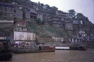 Población de Wushan a orillas del Yangtsé. Doris Antony