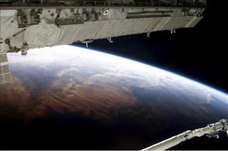 La atmósfera terrestre provino del espacio exterior, afirma un estudio. epa