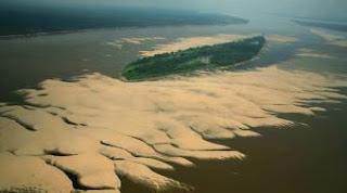 El río Amazonas muy seco junto a la isla de Trindade (Brasil) en una fotografía realizada por Greenpeace. AP