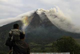 El volcán Sinabung, situado al norte de la isla indonesia de Sumatra. EFE