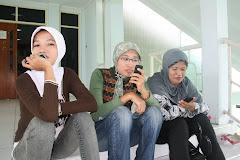 Srikandi Staf KPU lagi Bersantai
