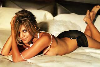 Eva Mendes im Bett