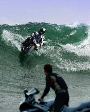 yang nie macam naa laa dye leh naik moto dalam laut nie macam best