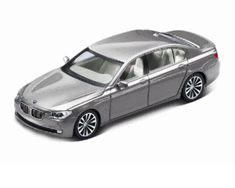 new BMW 750i Cashmere Silver miniature