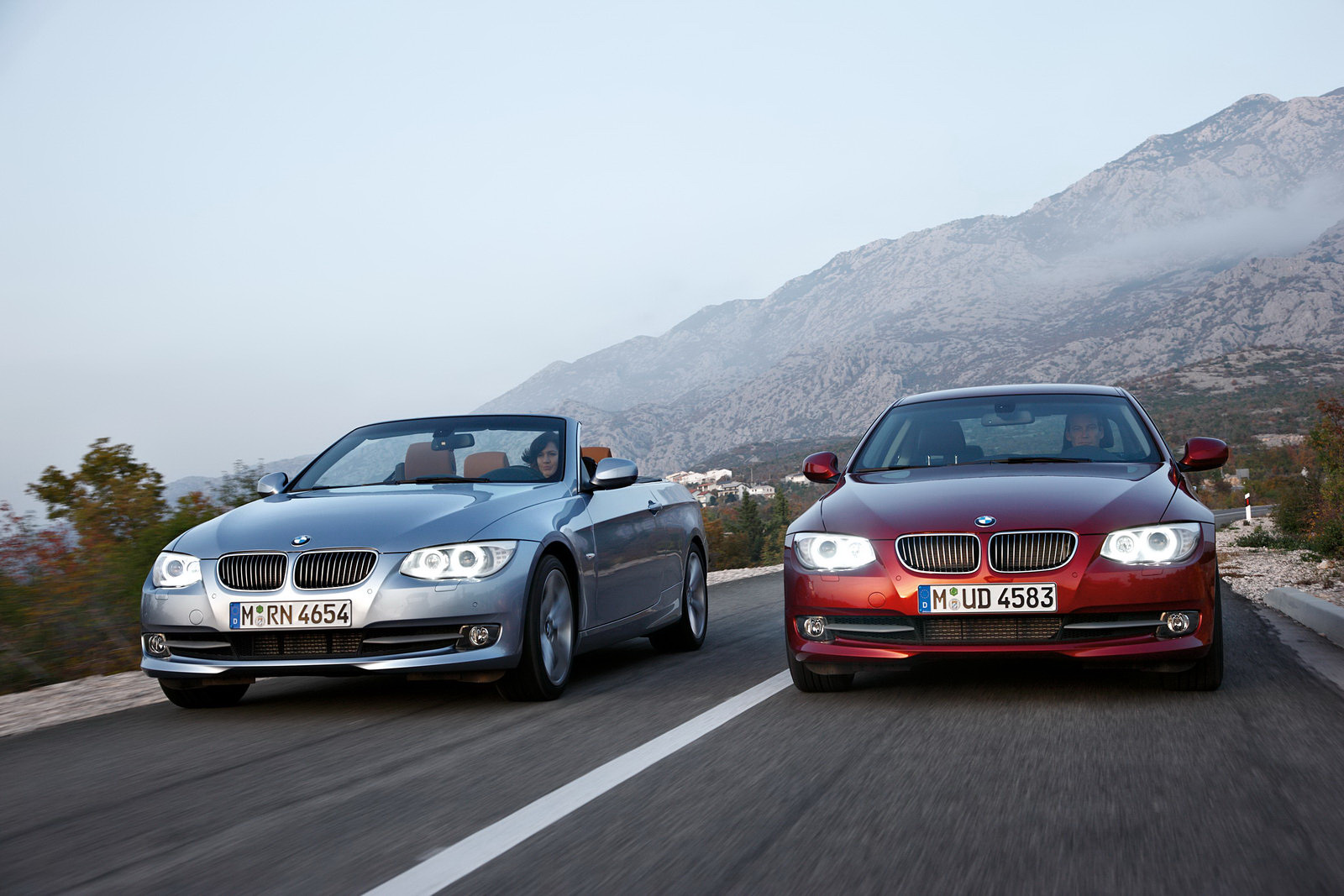 bmw lifestyle world the 2011 3 series coupe and convertible. Black Bedroom Furniture Sets. Home Design Ideas
