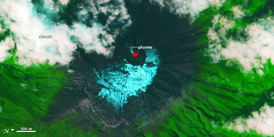 Erupción en curso del Tungurahua, Ecuador. Fuente: Nasa Earth Observatory
